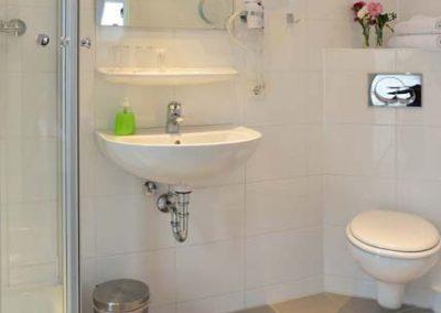badezimmer-hotel-eikamper-hoehe